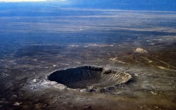 Barringer_Crater_aerial_photo_by_USGS.jpg